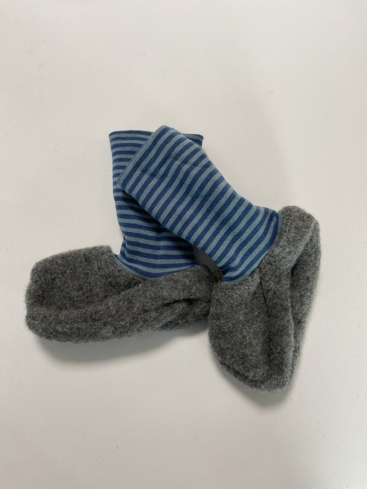Wolle hellgrau / blau - blau