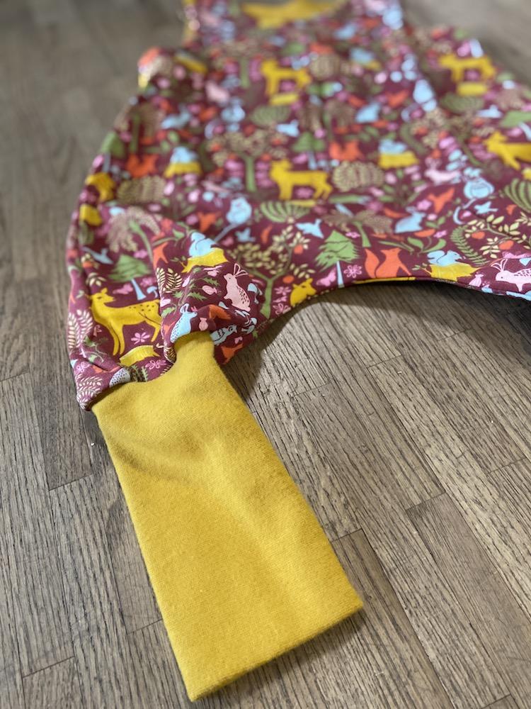 Spieler - Sweat mit Waldmotiv und gelben Bündchen
