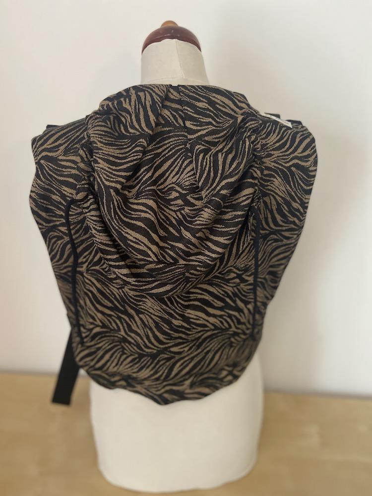 Madame Jordan Onbuhimo - Zebra black/sand
