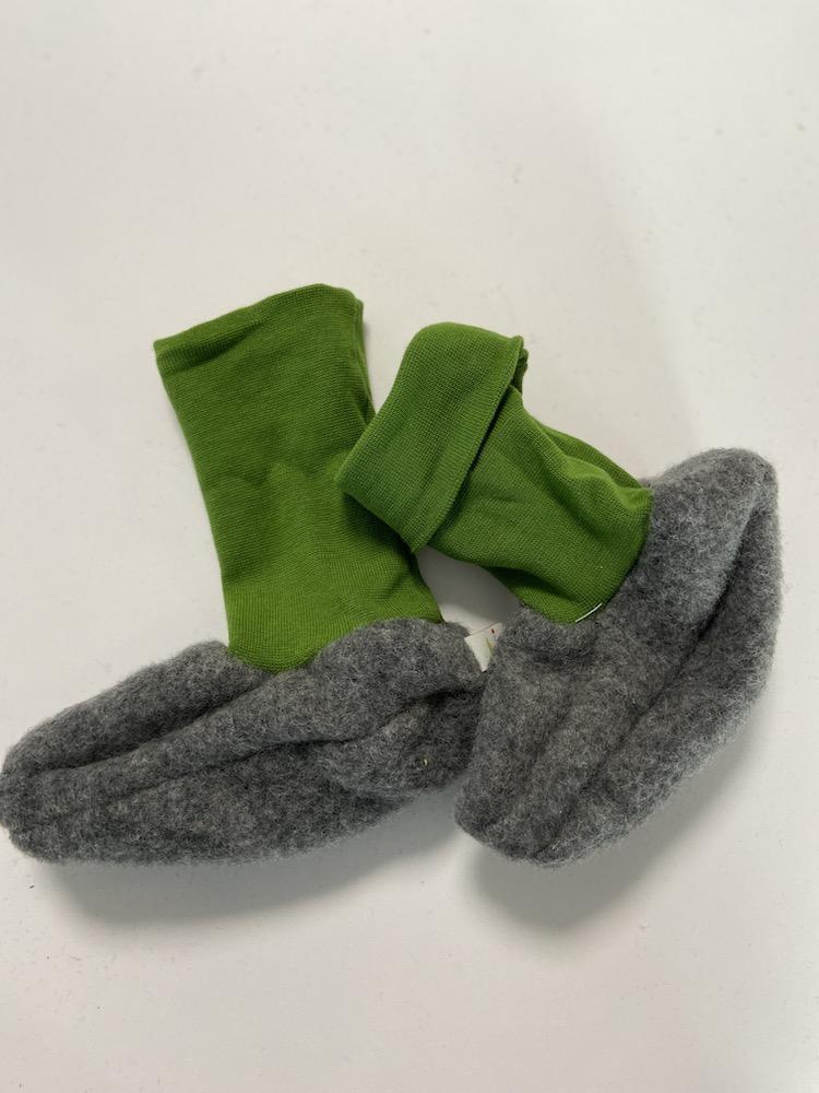 Wolle hellgrau / grün