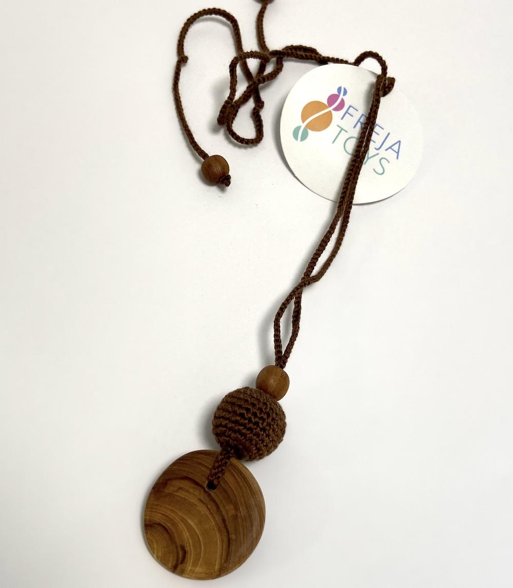 Freja Toys - Still- und Babywearing Halskette - Kakao