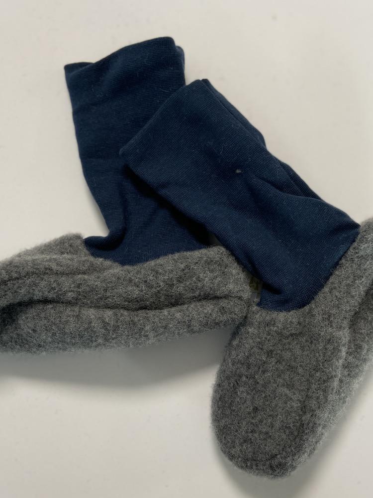 Wolle hellgrau / dunkelblau