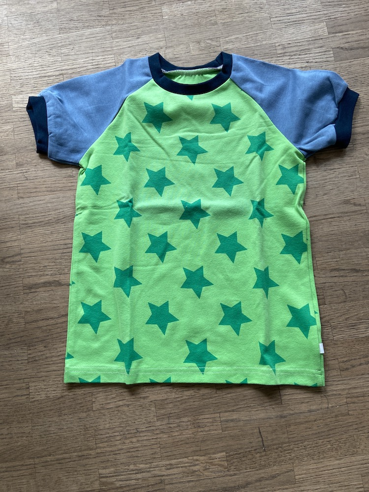 Raglanshirt Kurzarm - Sterne grün